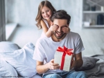 Father's Day Gift Ideas 2021: फादर्स डे पर पापा को दीजिए ये प्यार भरे उपहार