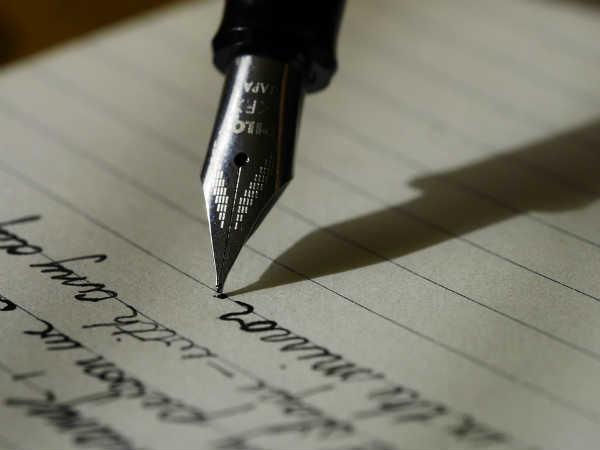 Career Options In Writing: लिखने का शौक है तो बनाएं इन 6 फील्ड में करियर