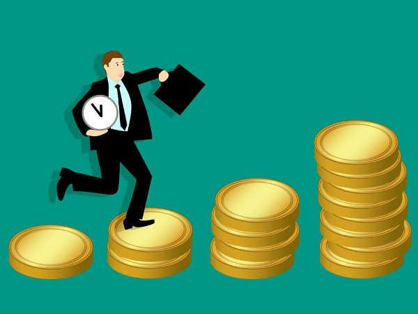 प्राइवेट नौकरी वालों को समय रहते कर लेने चाहिए ये 4 काम, भविष्य में परेशानी से बचेंगे