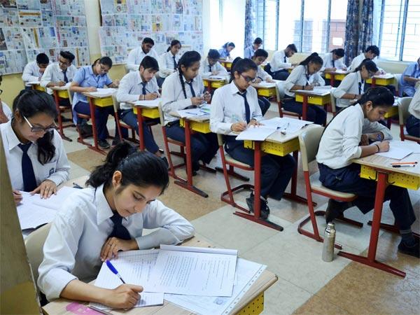 UP Board Exam 2019: यूपी बोर्ड की 10वीं-12वीं की परीक्षाएं 7 अप्रैल से, टाइम टेबल हुआ घोषित