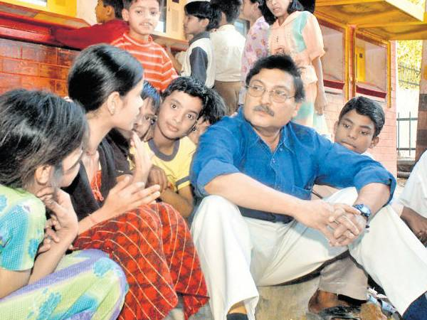 Teachers Day 2020 Special: भारत के सबसे अलग शिक्षकों की कहानी, विश्व में बच्चों ने किया नाम रोशन