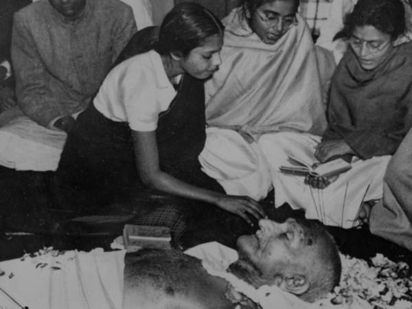 Martyrs Day 2021: महात्मा गांधी की 73वीं पूण्यतिथि, बापू कैसे हुए पंचतत्व में विलीन