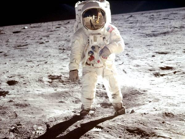 Moon Day 2021 History Significance Facts: चांद पर पहला कदम रखने वाले नील आर्मस्ट्रांग की कहानी